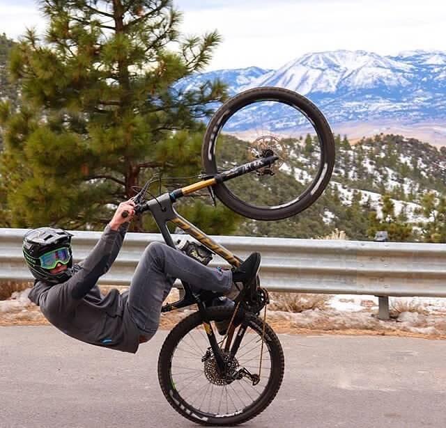 Как научиться ездить на заднем колесе (wheelie)
